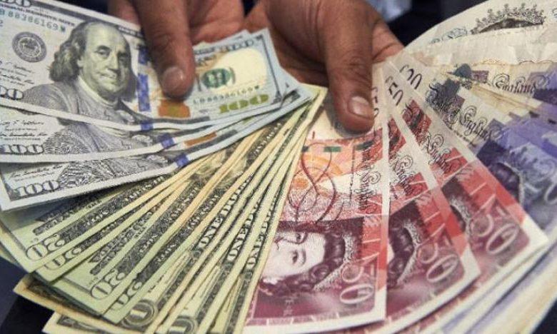 الجنيه الإسترليني يرتفع مقابل الدولار واليورو