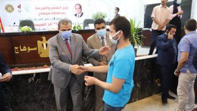 Photo of وزير القوي العاملة يسلم 60 عقد عمل لذوي الهمم والعزيمة