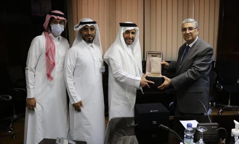 """وزير الكهرباء يلتقي وفد """"الفنار السعودية"""" لبحث التعاون المشترك"""