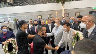 "Photo of وزيرا ""الرياضة"" و""الطيران"" يستقبلان بعثة الأهلي بمطار القاهرة"