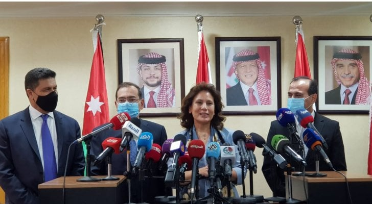 """رئيس الوزراء الأردني يلتقي وزراء طاقة مصر وسوريا ولبنان بشأن الغاز المصري """"فيديو"""""""